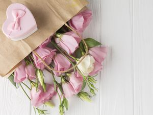 Eustoma, Flowers, bouquet, paper, Heart, boarding, Box, Present, Purse